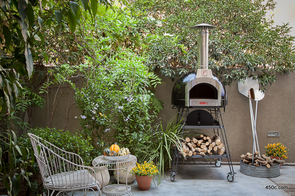 baby valoriani wood fired oven black